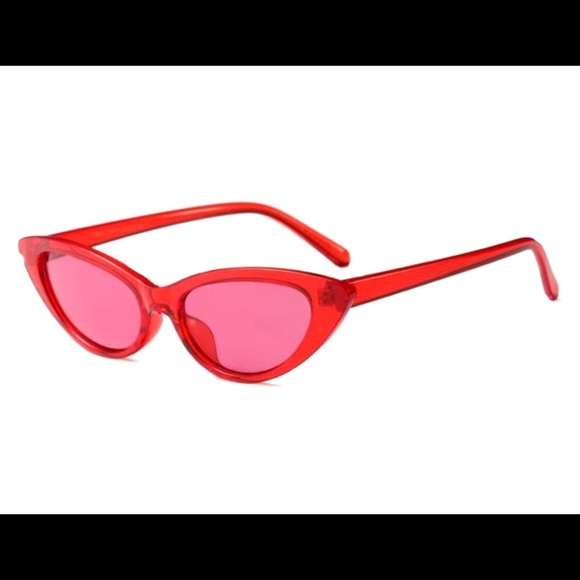 dea56f4baf88 M 5b7b516e9e6b5b55b59e20e0. Other Accessories you may like. Urban Outfitters  Oval Metal Sunglasses